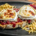 Tosta queso cabra en Mesón Botafumeiro